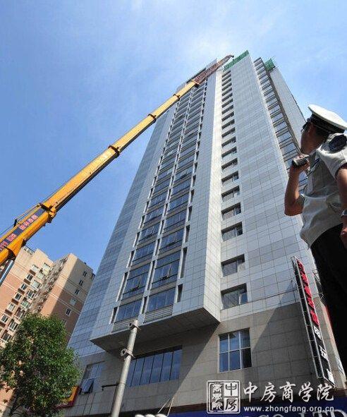 拆除韦伯时代近百米高楼 耗资不菲