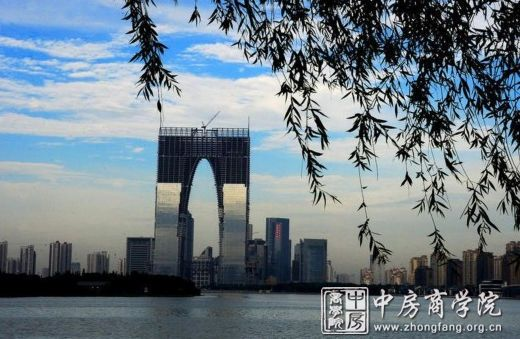 """苏州""""秋裤楼""""被曝成烂尾楼 729米超高层即将新建"""