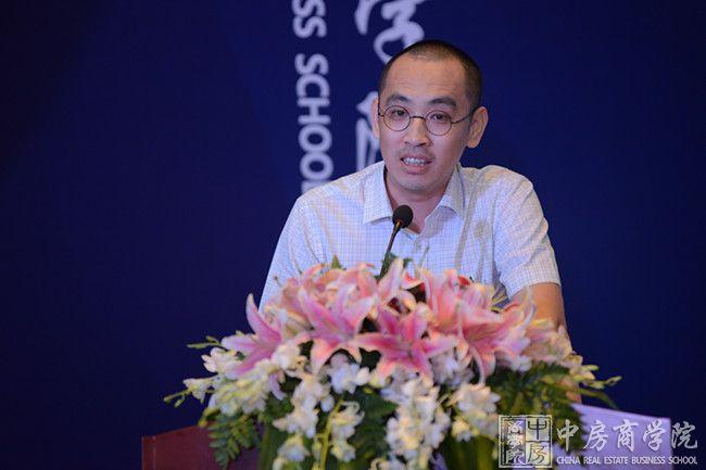 中房商学院副院长蔡智在中房商学院广东分院开业仪式致辞