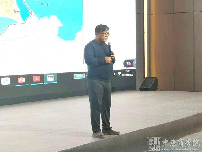 摘要:2018年11月23日,中房商学院受北京某大型企业的邀请,深入企业,进行了为期一天的《新形势下文旅地产开发创新模式详解》主题交流培训。
