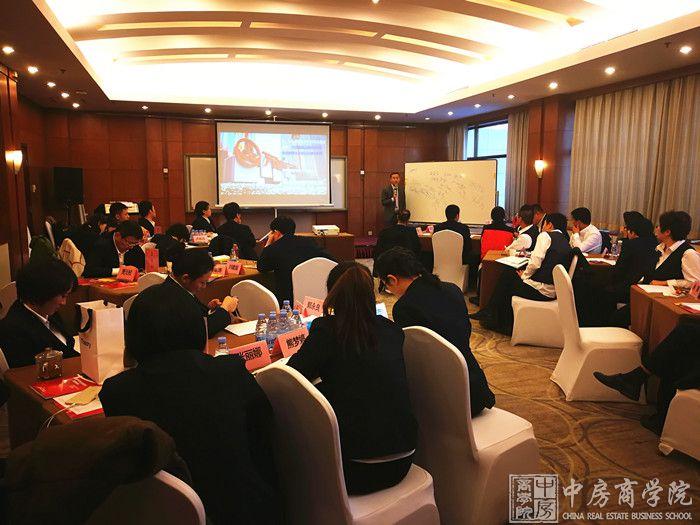 摘要:2018年12月19日,中房商学院受北京某地产公司的邀请,深入企业,进行了为期一天的《商业地产开发全流程管控及案例分析》主题交流培训。