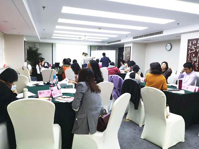 """摘要:2019年04月13-14日,中房商学院邀请人力实战讲师在北京召开《""""超级城市总裁、超级HR必修课""""战略人力资源管理》课程,一起和大家探讨房地产战略人力资源管理的一些奥秘。"""